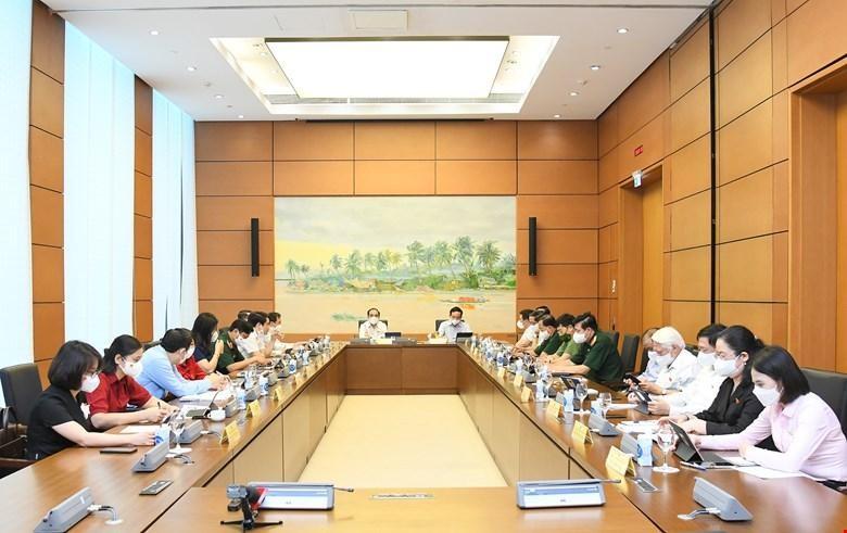 Trước khi thảo luận tại hội trường, Quốc hội đã thảo luận tại tổ về kinh tế, xã hội, ngân sách (Trong ảnh: phiên thảo luận của tổ 14 ).