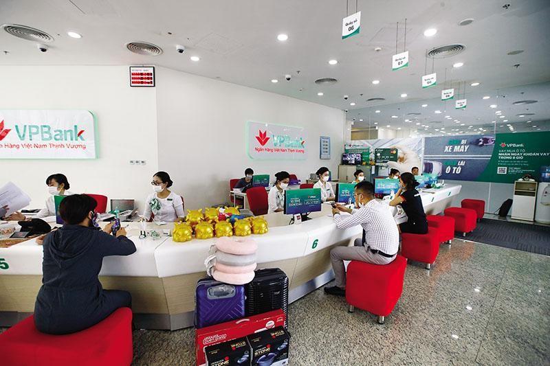 Số lượng khách hàng của VPBank tăng mạnh trong thời gian gần đây, nhờ đa dạng hóa kênh giao dịch. Ảnh Đ.T