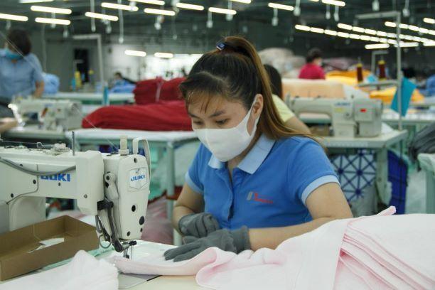 Chuỗi sản xuất dệt may đang bị đứt gãy nặng nề do nhiều nhà máy tại phía Nam phải tạm dừng sản xuất để đảm bảo phòng, chống dịch Covid-19