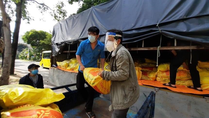 Cùng với công tác hỗ trợ lương thực thực phâmt, Tổ Công tác 970 cũng thực hiện hoạt động kết nối cung – cầu nông sản.