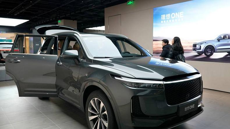 Mẫu xe thể thao đa dụng Li One của Li Auto trưng bày tại một showroom ở Bắc Kinh, Trung Quốc. Ảnh: Reuters