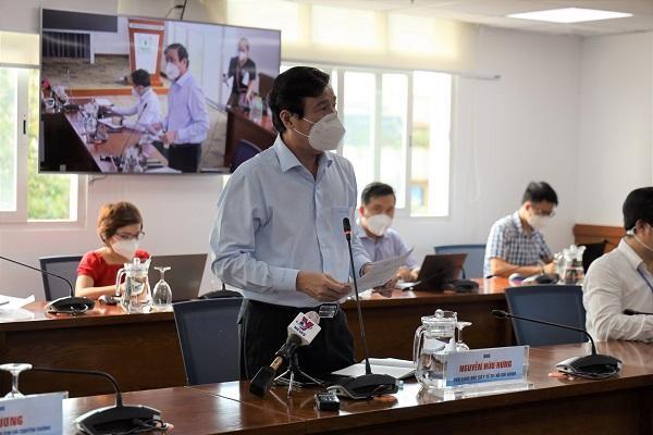 Ông Nguyễn Hữu Hưng, Phó Giám đốc Sở Y tế TP.HCM chia sẻ tại buổi họp