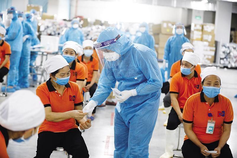 Đại diện của YouGov cho rằng, tiêm phòng quốc gia là yếu tố ảnh hưởng lớn đến tăng trưởng của Việt Nam