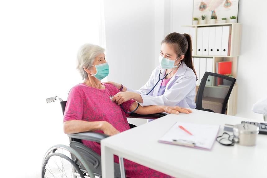 Doanh thu phí khối bảo hiểm nhân thọ duy trì đà tăng 2 con số một phần nhờ sự tăng trưởng vượt bậc của bảo hiểm sức khỏe