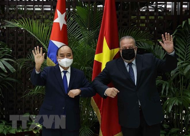 Chủ tịch nước Nguyễn Xuân Phúc hội kiến Thủ tướng Cuba Manuel Marrero Cruz. (Ảnh: Vietnamplus.vn)