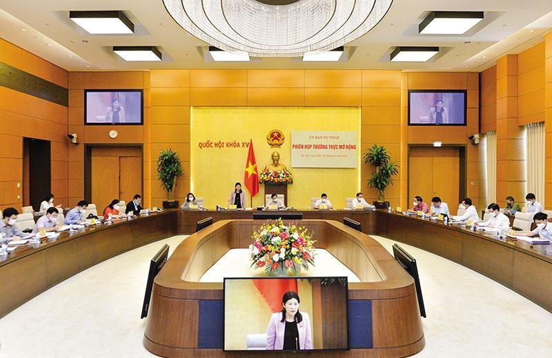 Ủy ban Tư pháp họp thường trực mở rộng để thẩm tra báo cáo công tác phòng, chống tham nhũng của Chính phủ. Ảnh: Duy Linh