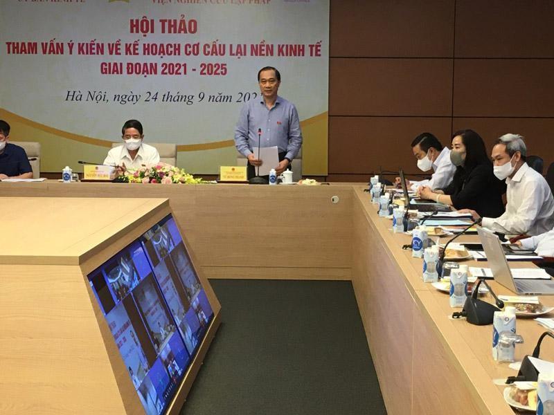 Chủ nhiệm Uỷ ban Kinh tế Vũ Hồng Thanh phát biểu khai mạc hội thảo.