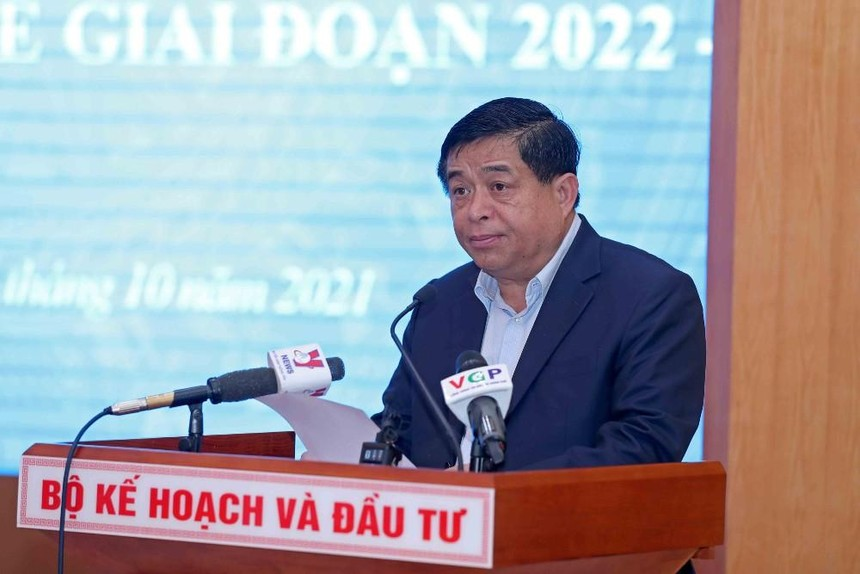 """Bộ trưởng Bộ Kế hoạch và Đầu tư Nguyễn Chí Dũng khẳng định, Việt Nam cần phải xây dựng Chương trình phục hồi và phát triển kinh tế, để không """"lỡ nhịp"""" khi bước vào """"trạng thái bình thường mới"""""""