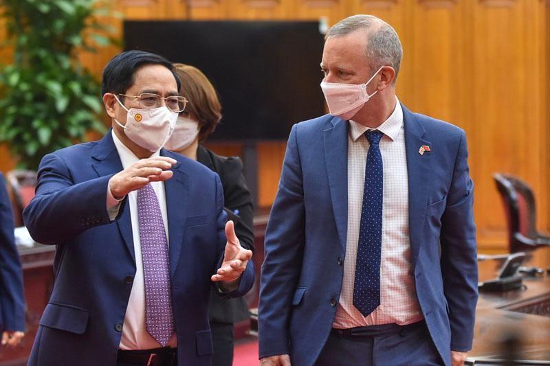 Thủ tướng Phạm Minh Chính tiếp Đại sứ Liên hiệp Vương quốc Anh và Bắc Ireland tại Việt Nam Gareth Ward (Ảnh: Nhật Bắc)