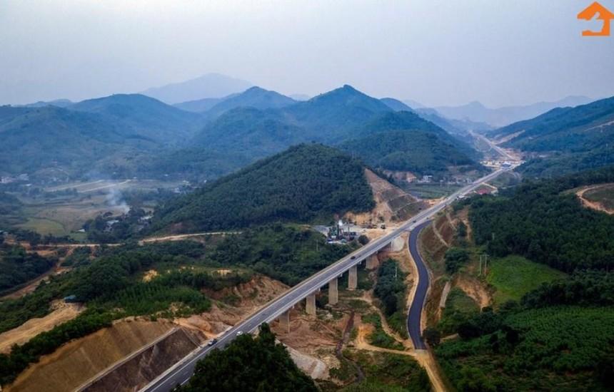 Một đoạn tuyến Hòa Lạc - Hòa Bình 2 làn xe hiện hữu.