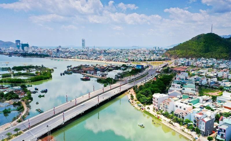 TP Quy Nhơn, Bình Định - nhìn từ phía Đông sang. Ảnh Nguyễn Dũng