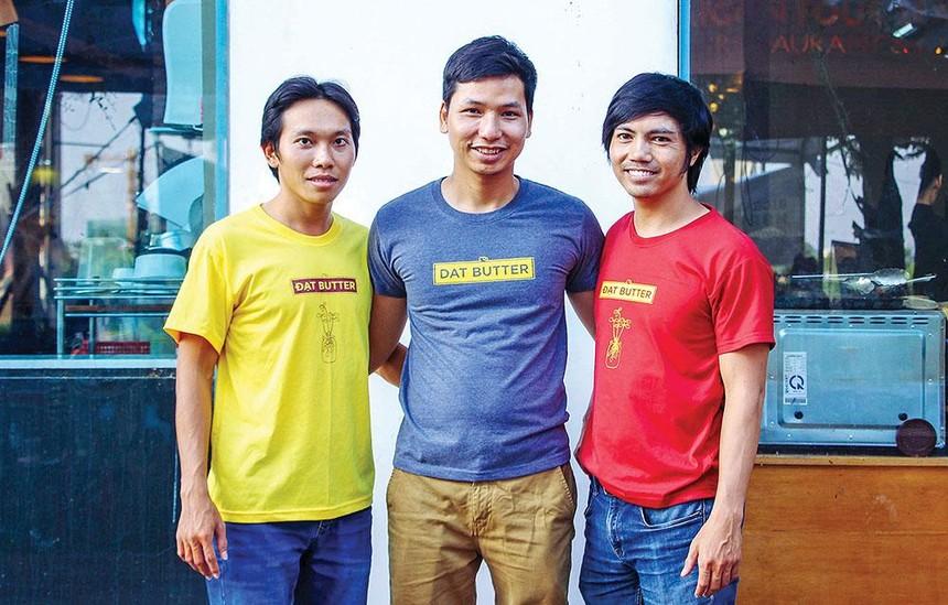 Trần Đăng Đạt (đứng giữa) cùng đội ngũ sáng lập Đạt Butter.