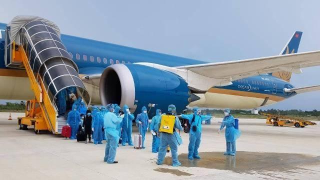 Rất nhiều người dân đang có nhu cầu đi lại bằng hàng không trên chặng Tp.HCM - Hà Nội.