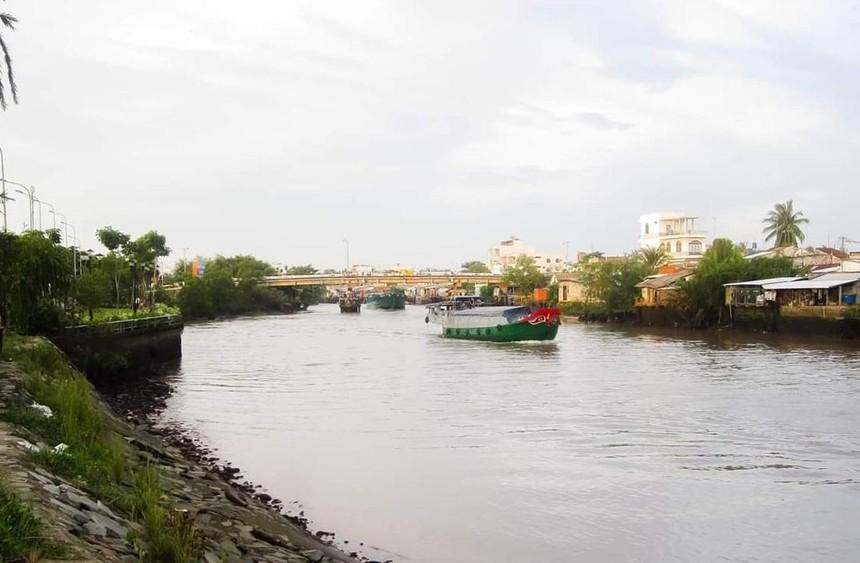 Cầu Mỏ Cày qua kênh Mỏ Cày - Bến Tre.