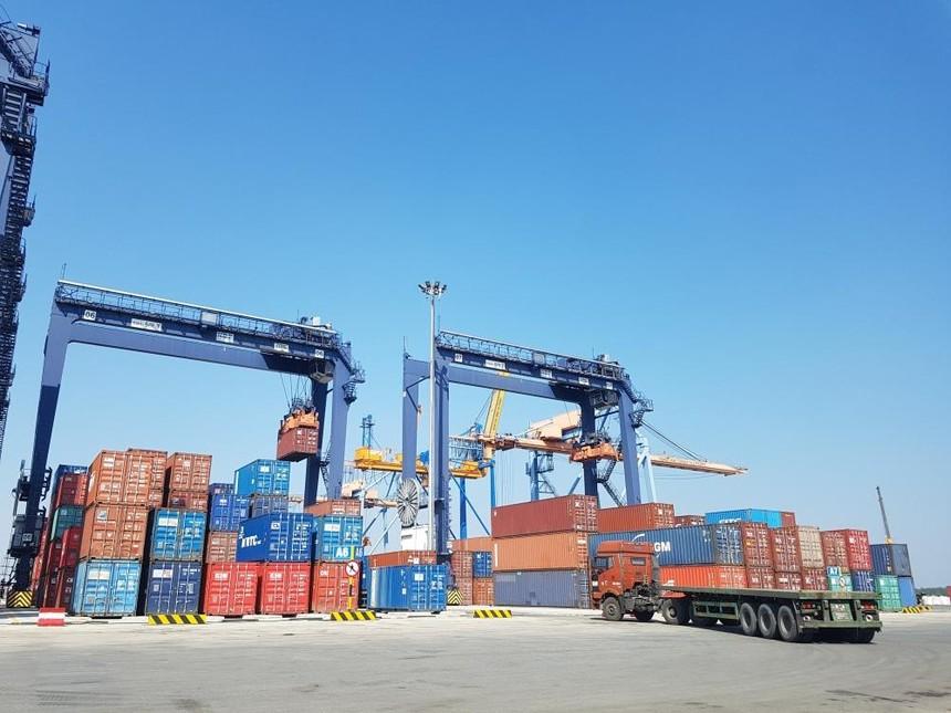 Triển vọng lợi nhuận ngành cảng biển tích cực, song nhà đầu tư vẫn nên thận trọng với cổ phiếu.