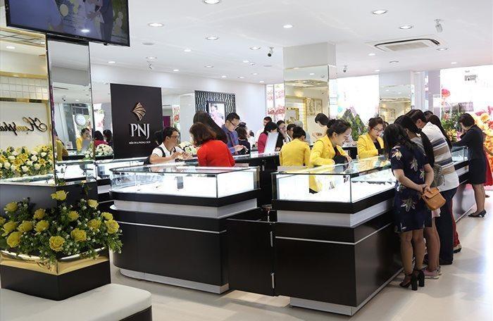 PNJ đóng cửa 274 cửa hàng (chiếm 82% tổng số cửa hàng) trong quý III/2021 khiến doanh thu, lợi nhuận giảm mạnh.