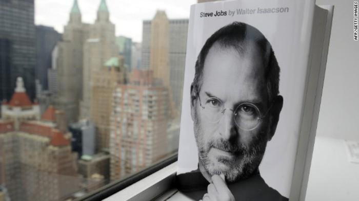 Tỷ phú Bill Gates nhận xét rằng Steve Jobs có tài năng thiên bẩm trong việc thu hút khán giả, ngay cả khi đang quảng cáo một sản phẩm nhạt nhẽo. Ảnh: AFP