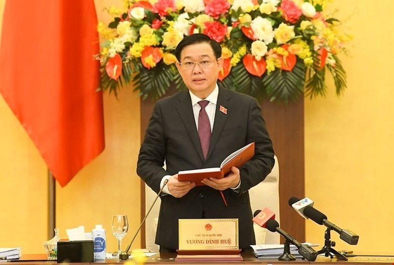 Chủ tịch Quốc hội Vương Đình Huệ cho biết, sau kỳ họp thứ hai, Quốc hội có thể họp chuyên đề xem xét các vấn đề cấp bách, trong đó có việc gỡ khó khăn, vướng mắc trong hoạt động đầu tư, sản xuất, kinh doanh của doanh nghiệp.