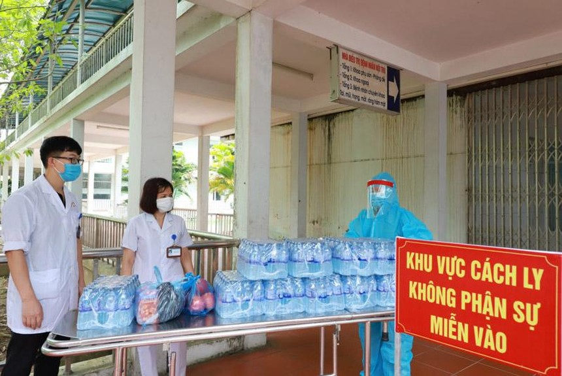Theo Chính phủ, dịch bệnh kéo dài đã bào mòn sức chống chịu và nguồn lực của Nhà nước, doanh nghiệp và người dân (Ảnh: Phòng chống dịch tại Bắc Ninh - Ảnh Duy Linh).