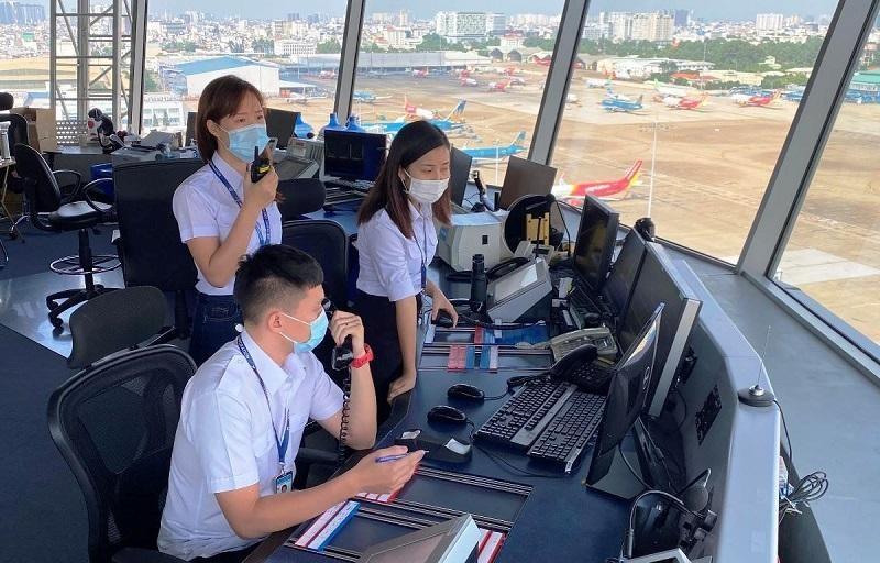 Nhân viên kiểm soát viên không lưu tại sân bay Tân Sơn Nhất (Ảnh: VATM).