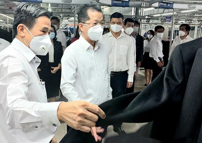 """Ông Nguyễn Văn Quảng đến thăm và chúc mừng doanh nghiệp nhân """"Ngày Doanh nhân Việt Nam 13-10""""."""