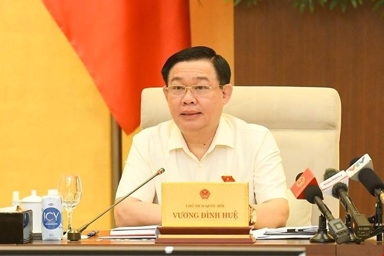 Chủ tịch Quốc hội Vương Đình Huệ phát biểu tại phiện họp.
