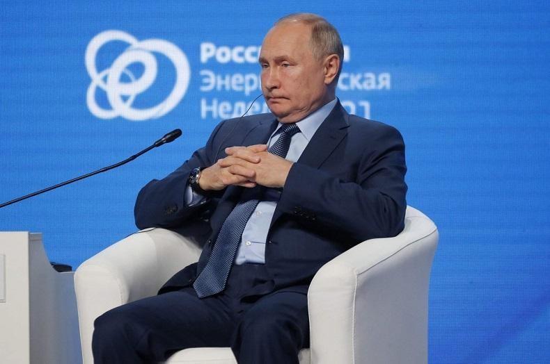 Tổng thống Nga Vladimir Putin tham dự phiên thảo luận tại diễn đàn quốc tế Tuần lễ Năng lượng Nga tổ chức vào ngày 13/10 tại Moscow. Ảnh: AFP
