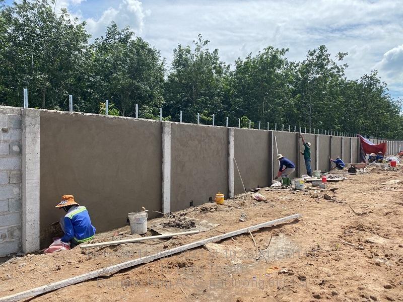 Xây dựng tường rào Cảng hàng không quốc tế Long Thành (Ảnh: ACV).