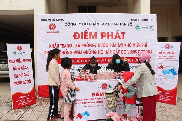 TTB Group phát miễn phí nước rửa tay khô, khẩu trang y tế
